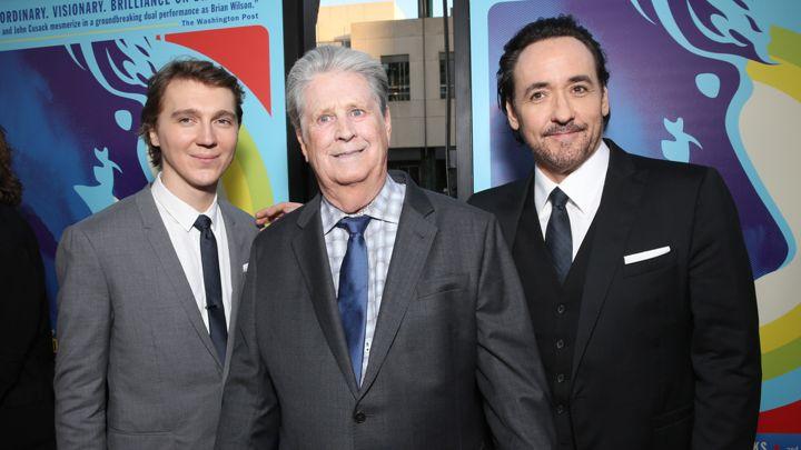 Il vero Brian Wilson all'anteprima del film in compagnia dei suoi alter ego Paul Dano e John Cusack.