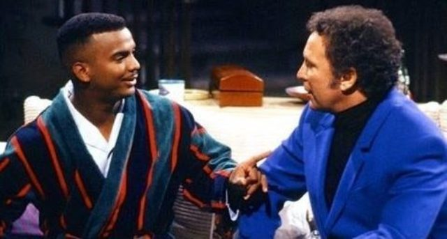 """Carlton Banks (Alfonso Ribeiro) e Tom Jones in un famoso sketch tratto da """"Willy, Il Principe di Bel Air""""."""